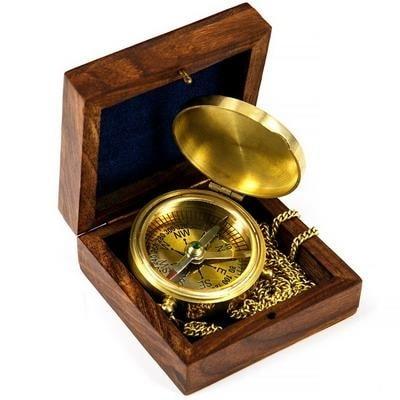 Компас карманный на цепочке в деревянном футляре, 8228B