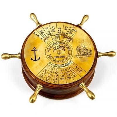 Настольный календарь на 100 лет в деревянном корпусе в виде штурвала, 448