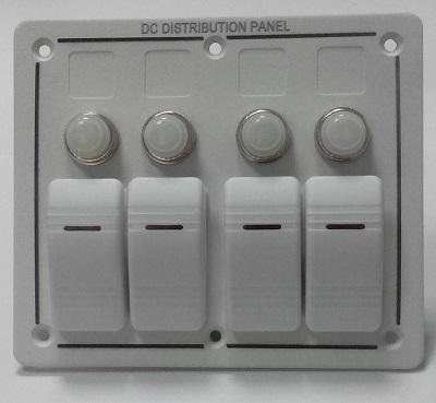 Щиток водонепроницаемый электрический с четырьмя клавишными выключателями и автоматическими предохранителями, белый цвет, 50760-4HW