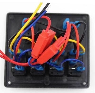 Панель управления на 4 клавишных выключателя с гнездом прикуривателя и гнездом USB, вид сзади, контакты