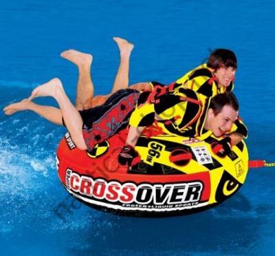 Надувной двухместный аттракцион Super Crossover 2 в 1 (зима-лето), пример использования как буксировочный водный аттракцион, 30-3522 Sportsstuff