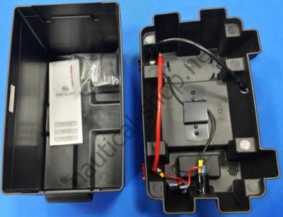 Ящик для аккмулятора до 105 А.ч. с герметичными прикуривателем и предохранителем, 14.547.01, Osculati (Италия)